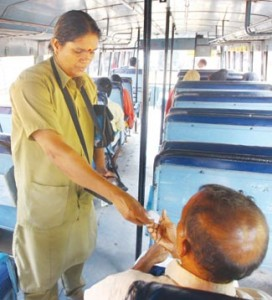 ksrtc-lady-conductor